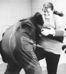 self defense knee to groin